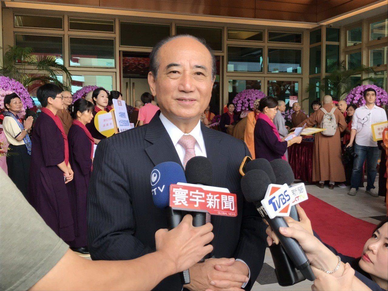 國民黨總統初選政見會昨晚登場,前立法院長王金平今天受訪表示,沒有安排辯論,覺得比...