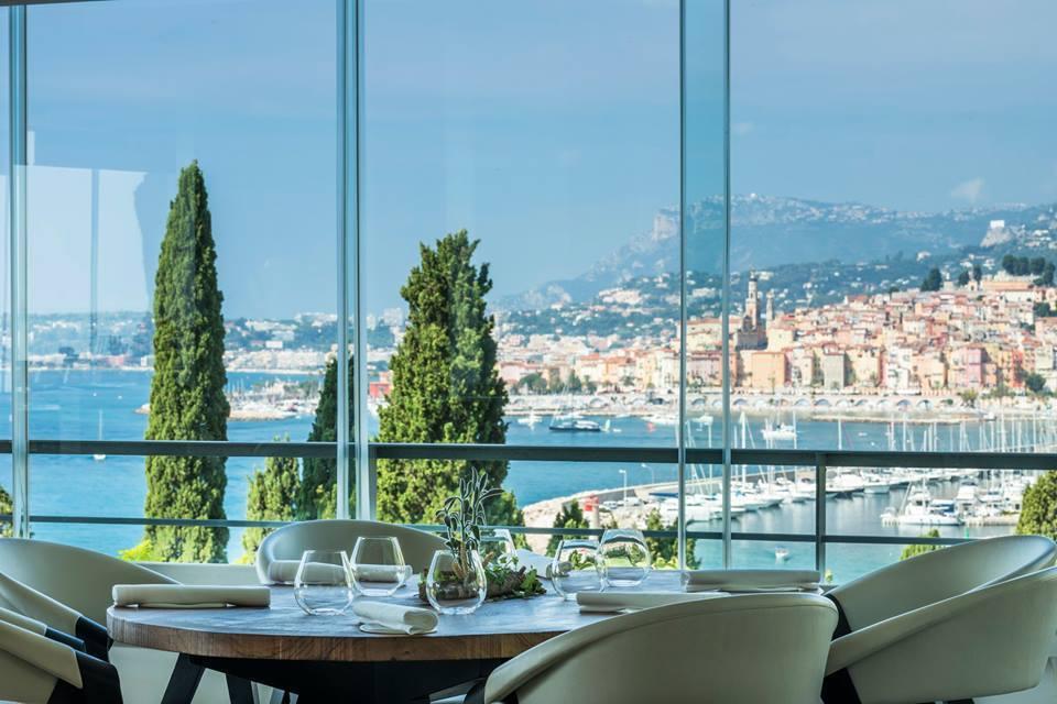 位於南法芒通市(Menton)的餐廳Mirazur,獲得英國《餐廳》雜誌評為世界...