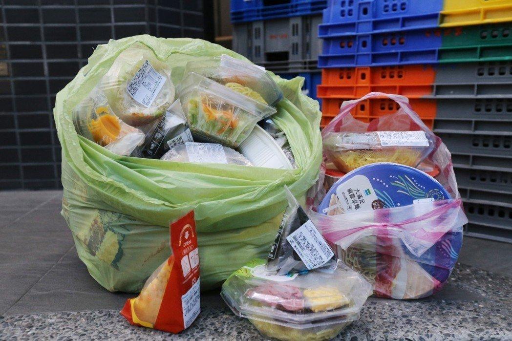 超商剩食絕大多數以鮮食為主。記者許正宏/攝影。