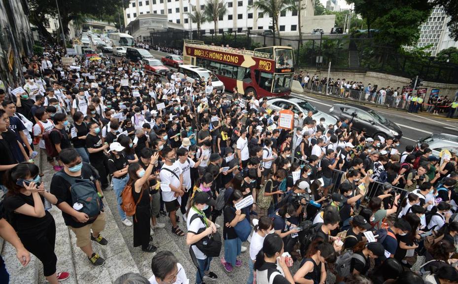 逾1500港民遊行向19個駐港領使館請願。取自星島日報