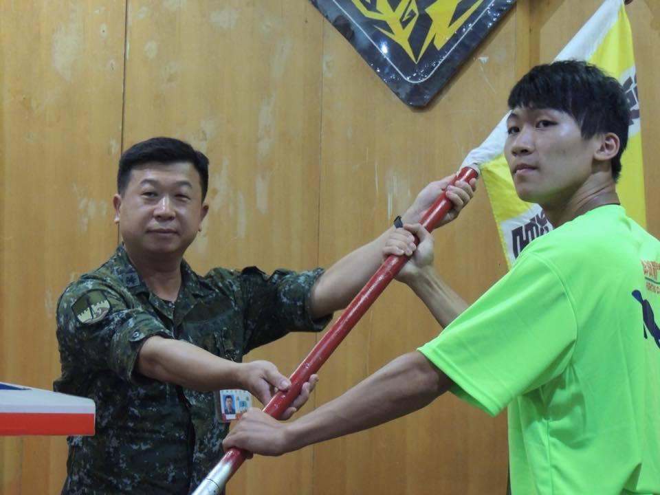 108年下半年晉任將官計19人,包括陸軍金防部政戰主任劉強華(圖左)等13名少將...