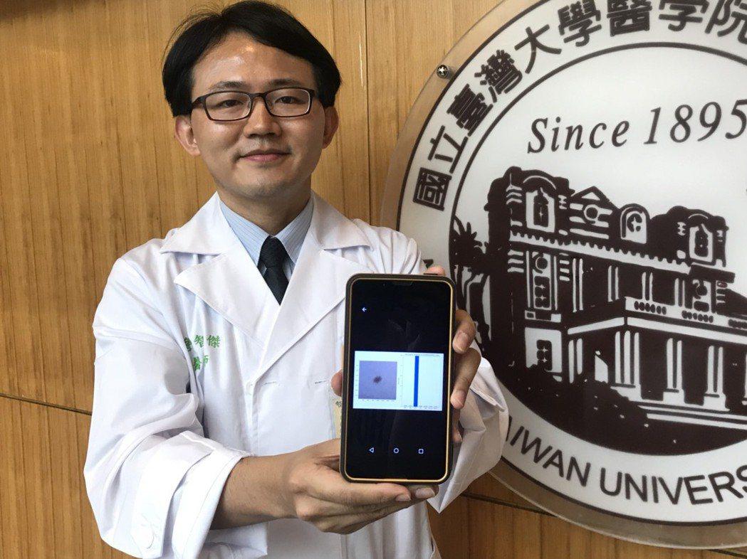 詹智傑表示,該程式類似第二專家意見般補足準確度,加快皮膚科醫師臨床診斷時的判斷。...