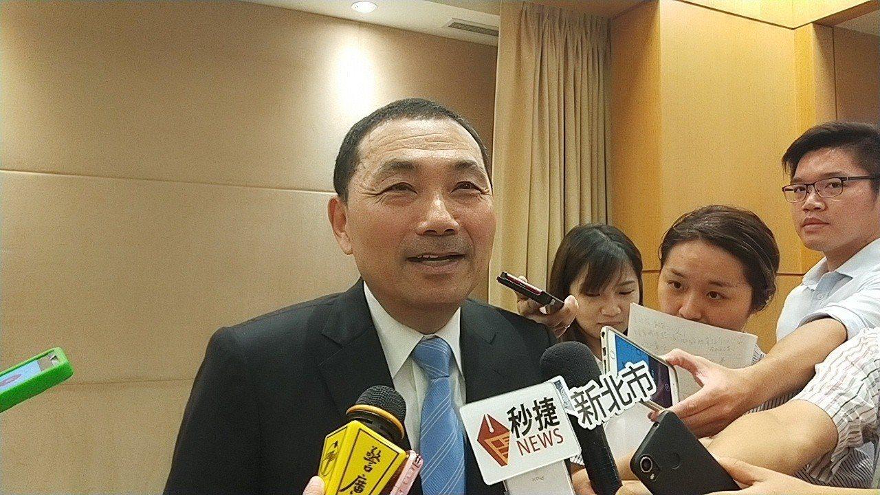 新北市長侯友宜表示回家太晚,來不及看國政願景發表會。記者施鴻基/攝影