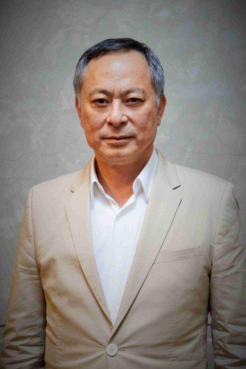 金馬執委會今宣布第56屆金馬獎評審團主席將由三度榮獲最佳導演的香港名導杜琪峯出任,他對此表示:「金馬獎是華語電影的至高榮譽,對我的電影是極重要的肯定。在我還沒拿到下一個獎座之前,我很榮幸能為它服務。...