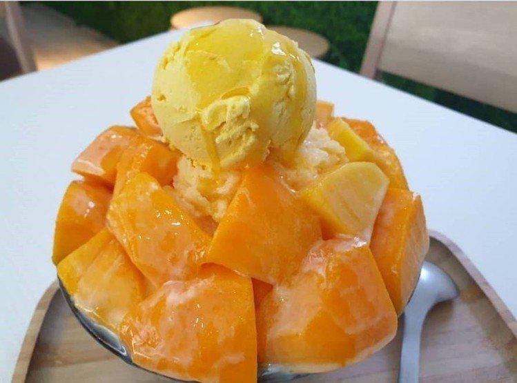「呷丸味」的夏限定「愛文芒果雪冰」。IG @stella.liu.902 提供