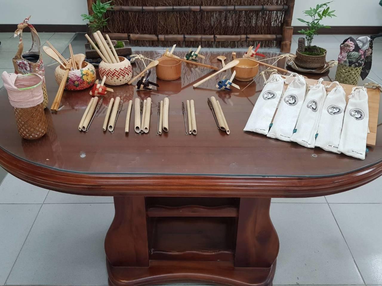 竹山鎮公所帶頭減塑推出「竹吸管」,強調不但可以推廣地方產業,更可隨身清潔攜帶不發...