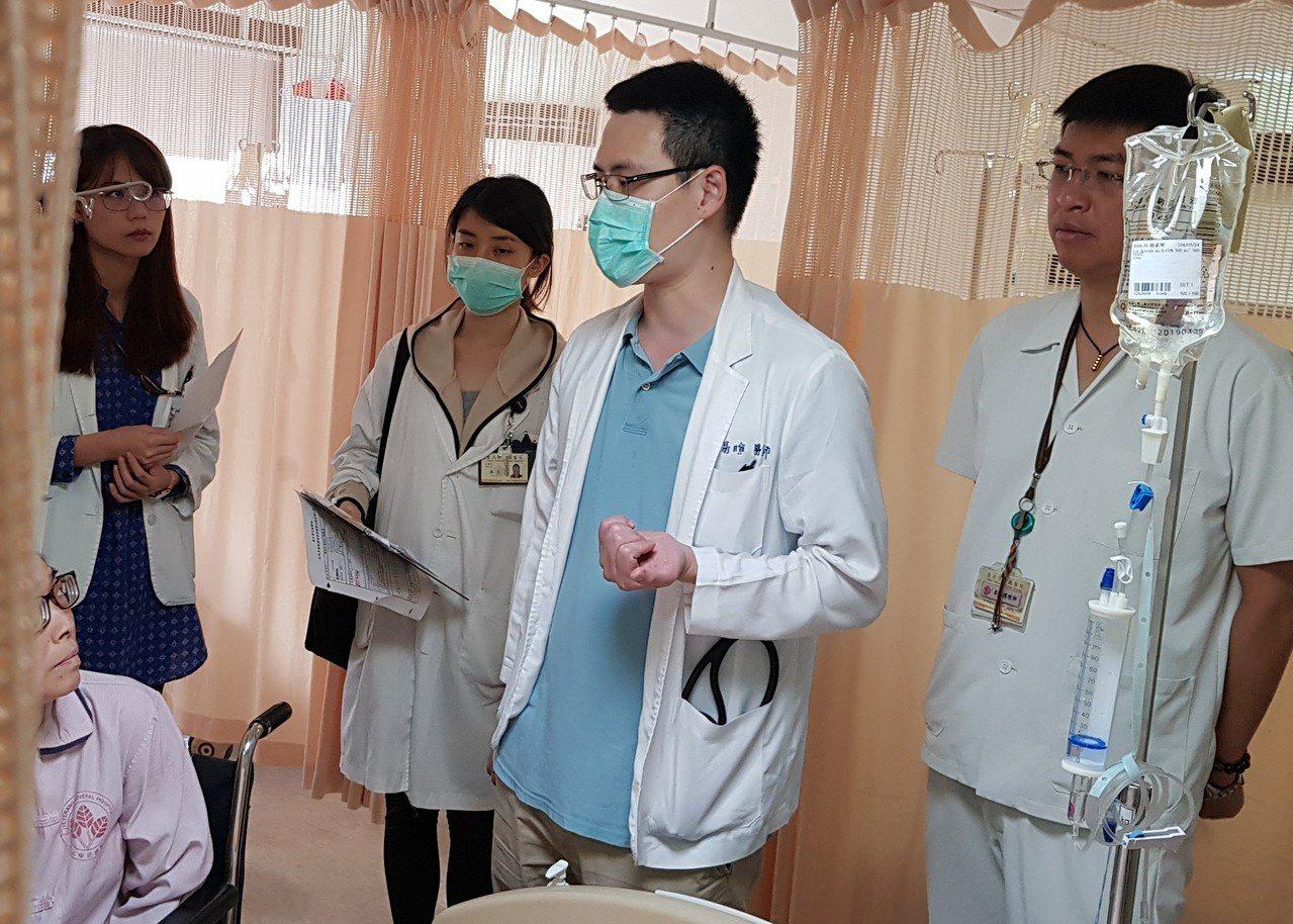 專責主治醫師病房整合會診。 圖/北榮提供