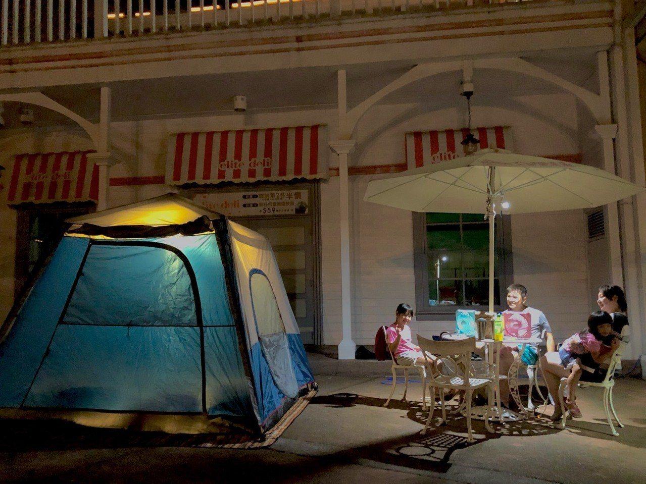 六福村樂園露營以「霓虹」為主題安排炫目又奇幻的系列活動,在點點星空下的霓虹螢光。...
