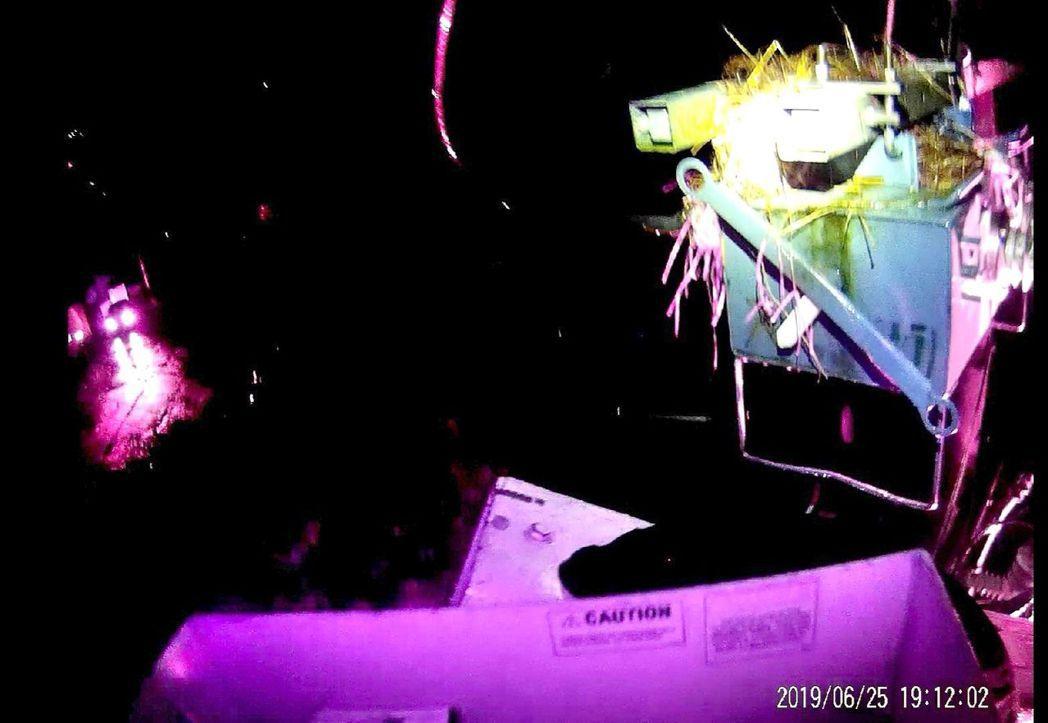 基隆碇內昨晚2500多戶停電,經查是元凶是鳥巢,因為有鐵絲、樹枝等雜物,加上昨晚...