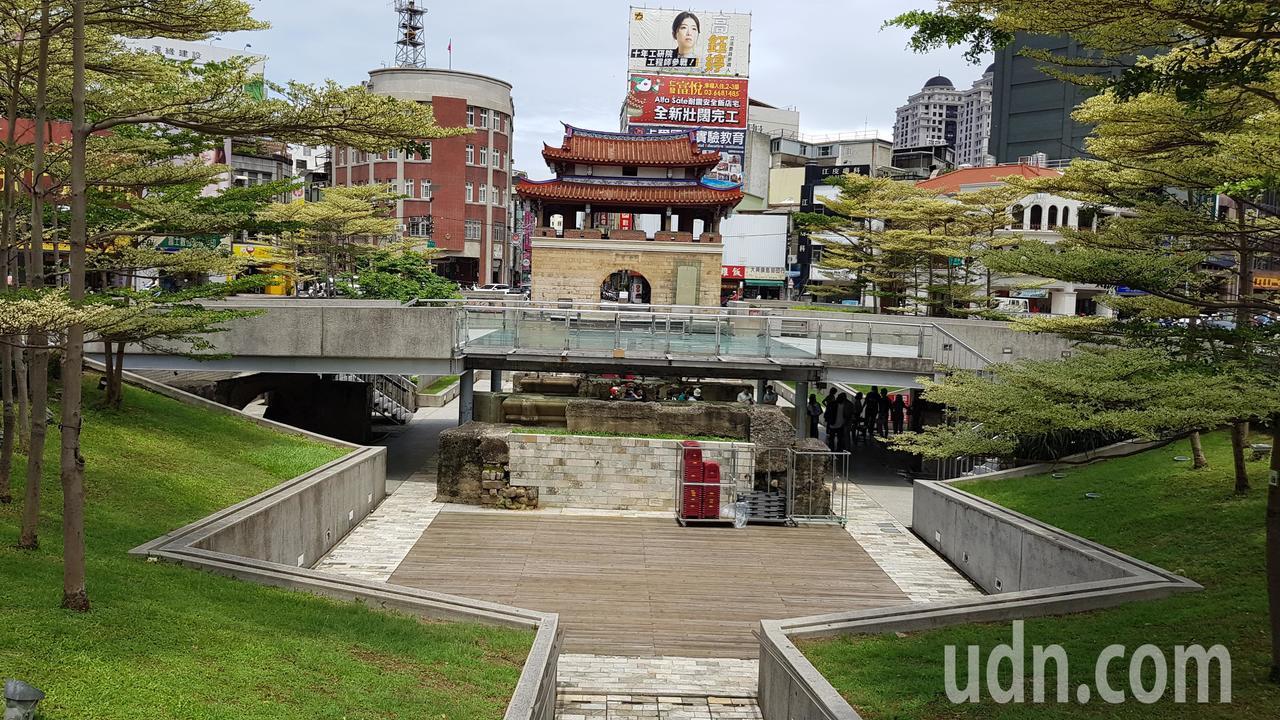 新竹市東門城環境改善工程今天動工,廣場將填平,橋梁也將拆除,營造更自由寬廣的無障...
