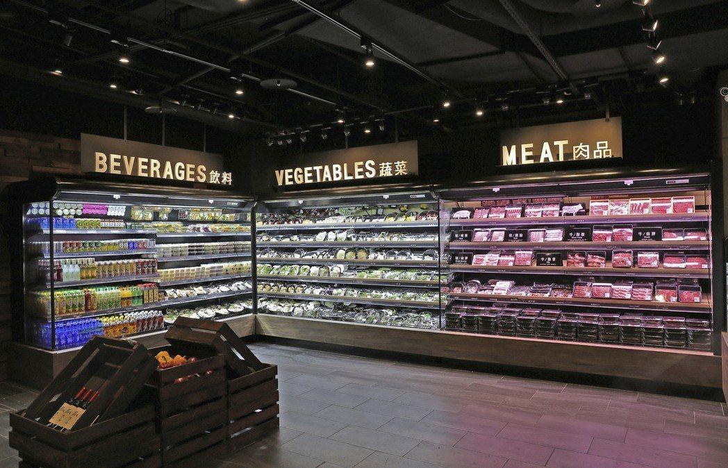 前鎮水產店內供應有約300種的食材可供選擇。 圖/海霸王提供