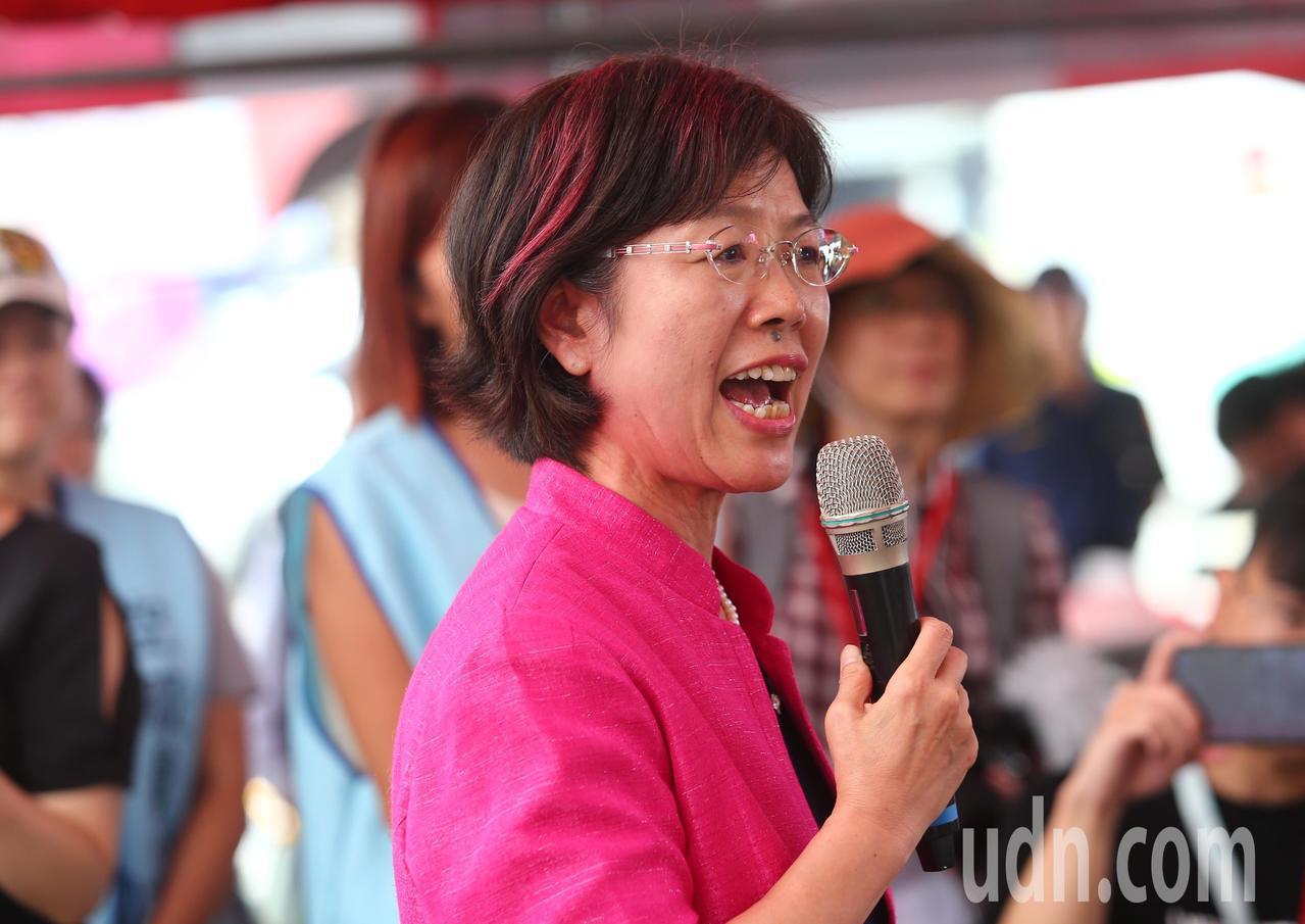 長榮空服員罷工進入第七天,立委尤美女到場表支持。記者王騰毅/攝影