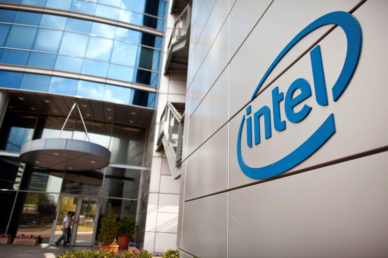 英特爾傳將拍賣8,500項行動通訊與數據機專利資產。(圖/路透)