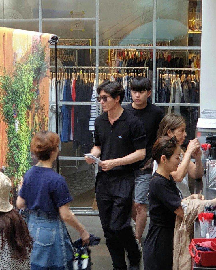 金材昱身穿Vivienne Westwood的Polo衫。圖/取自IG(jaeu...