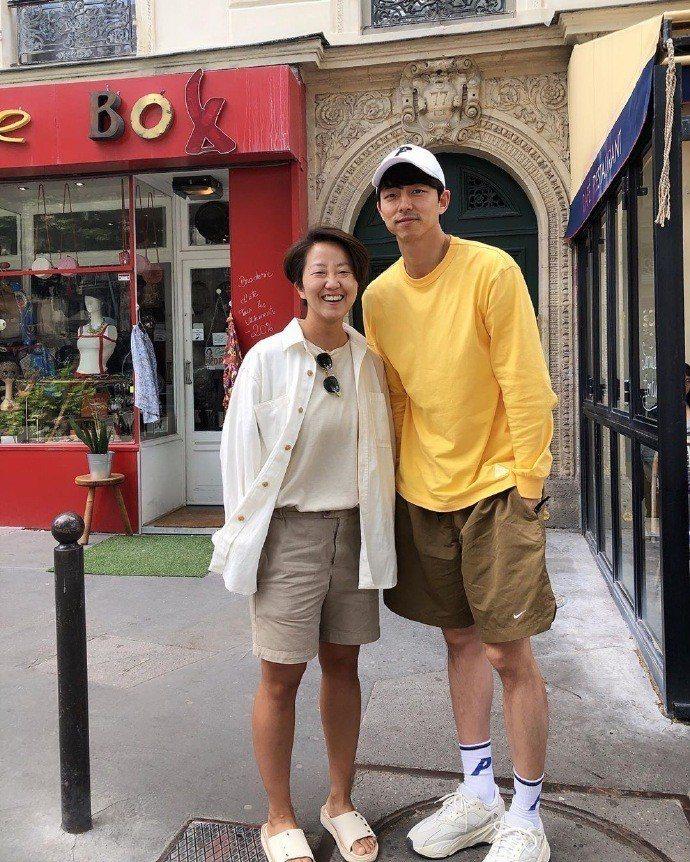 孔劉在巴黎私服穿上Nike短褲露出健美長腿。圖/取自孔劉百度貼吧