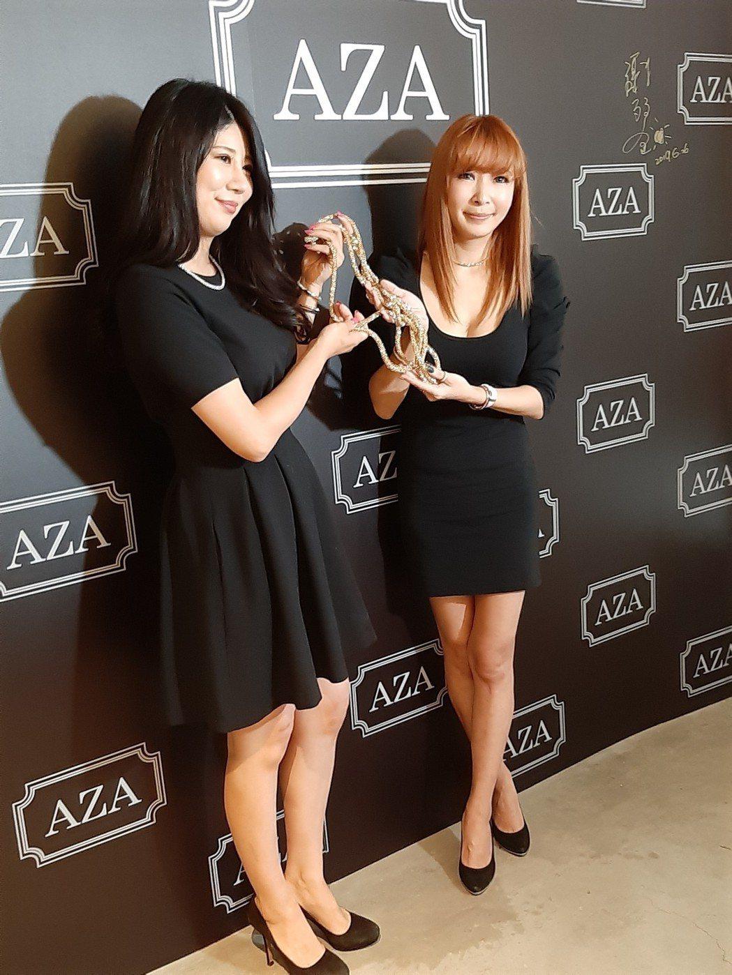 Makiyo(右)和日本友人合作代理飾品品牌。記者林怡秀/攝影