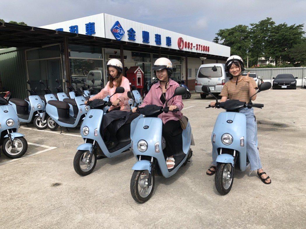 陸客們說,在金門騎車很舒服,且騎電動自行車簡單又方便。記者蔡家蓁/攝影
