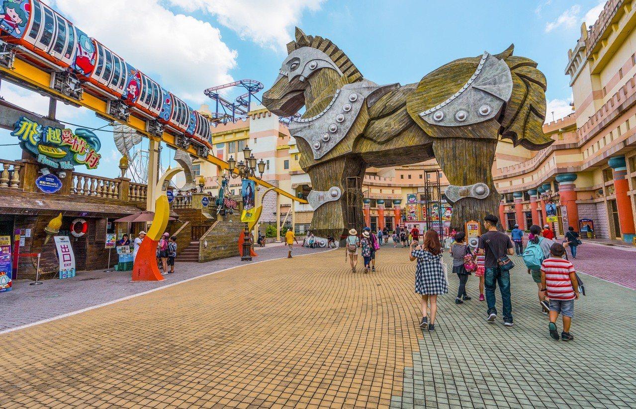 義大遊樂世界「特洛伊木馬廣場」。圖/義大遊樂世界提供