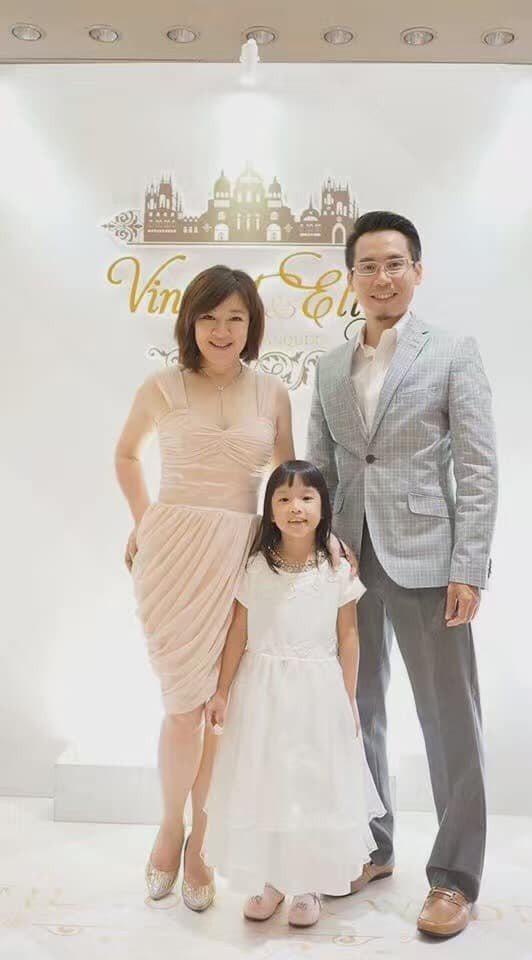 趙庭(左)全家赴新加坡旅行,竟遇上長榮罷工而損失8萬多。圖/趙庭提供
