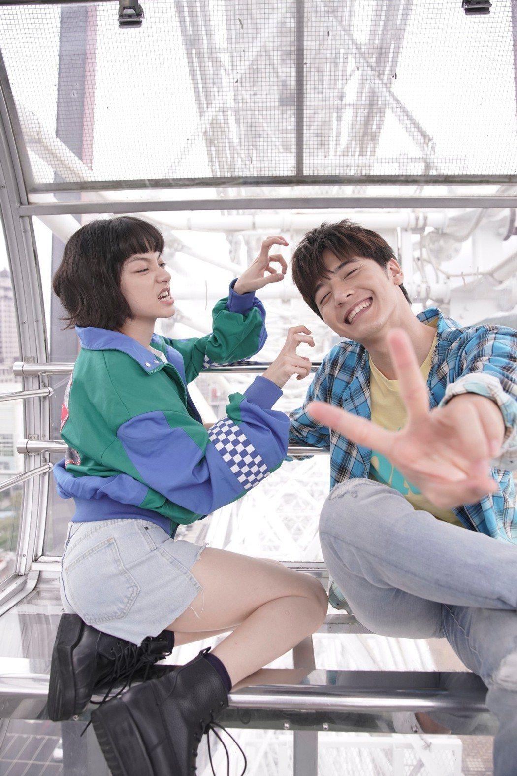 李宗霖(右)和姚愛甯拍吻戲。圖/三立提供