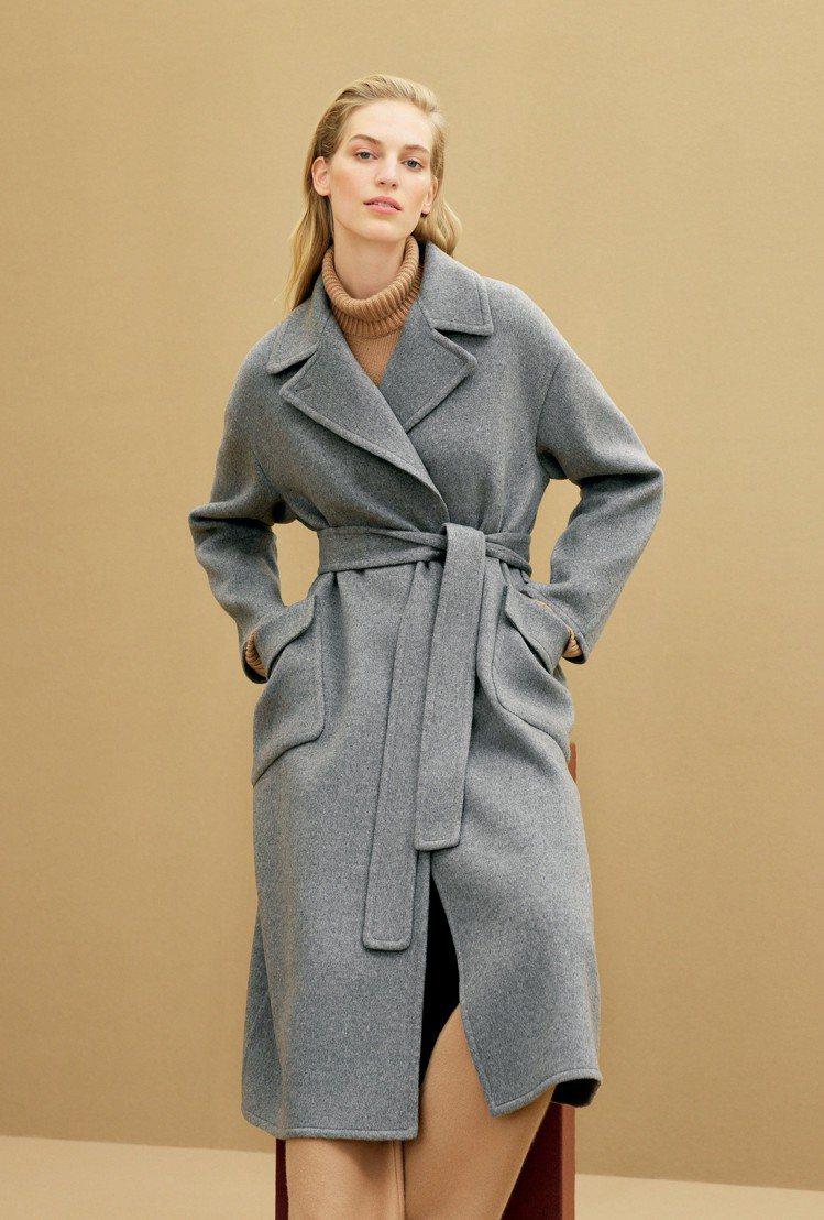 Kaiden雙面小山羊喀什米爾大衣,特色在於符合人體工學的斜插口袋,下襬飾有精緻...