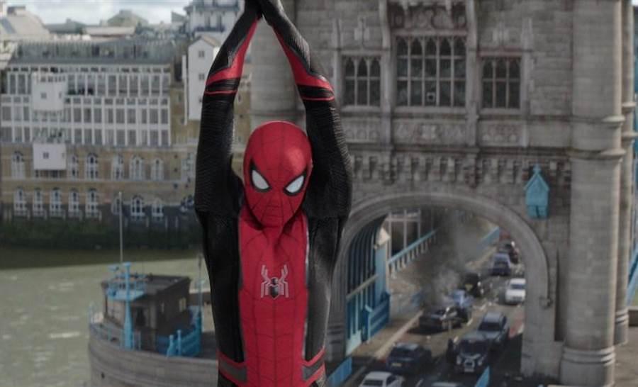 湯姆霍蘭德回到倫敦拍攝「離家日」。圖/索尼提供