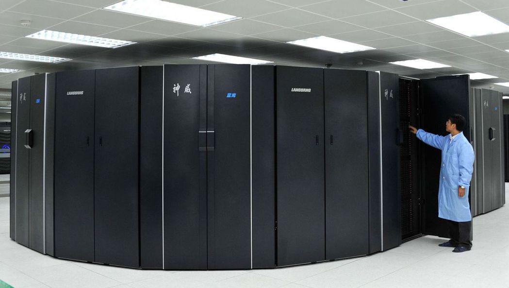 2011年10月,大陸首台全部採用自製CPU和系統軟體的超級電腦「神威藍光」,正...