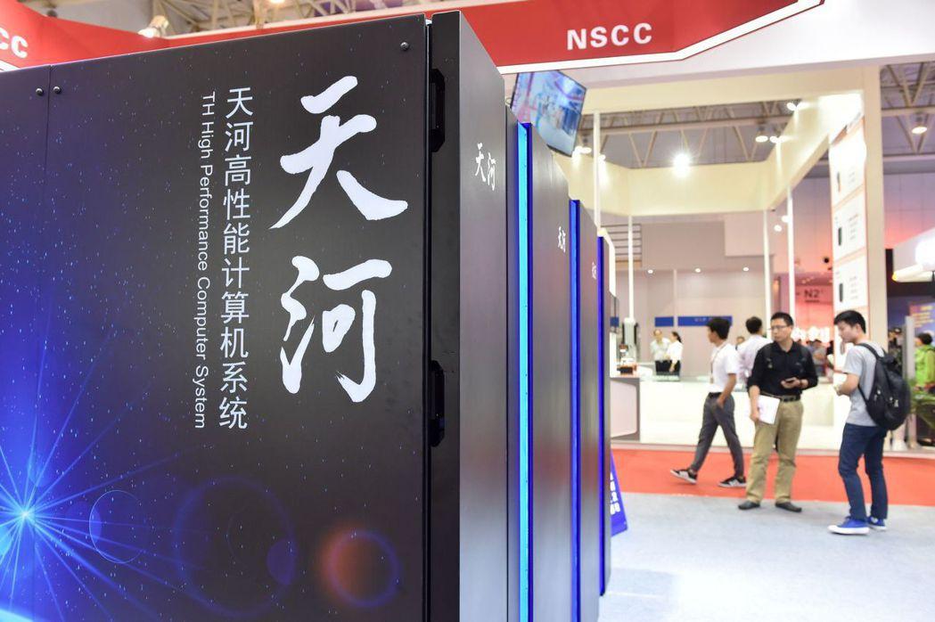 被譽為「超級電腦界下一頂皇冠」的「天河三號」原型機,2018年5月首次亮相。 (...