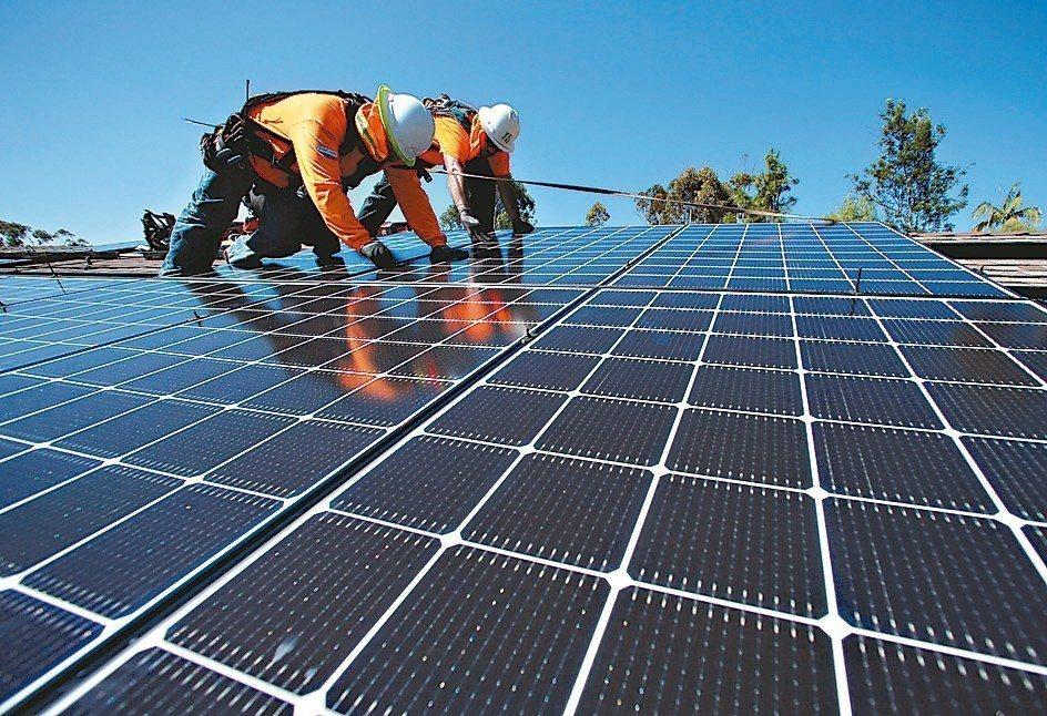 美國能源資訊局25日公布數據,美國4月再生能源發電量首度超越燃煤發電,歷年首見。...