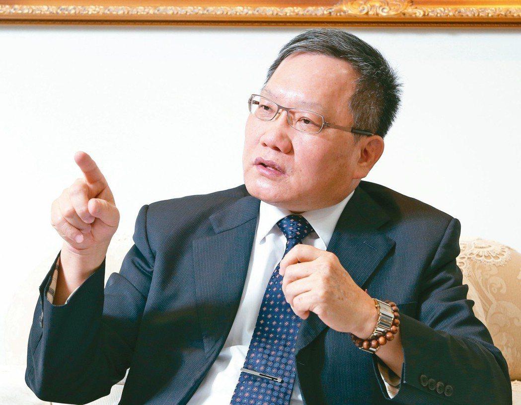財政部長蘇建榮宣示,未來要積極擴大稅基,推動「水平的公平」。「水平的公平」是指經...
