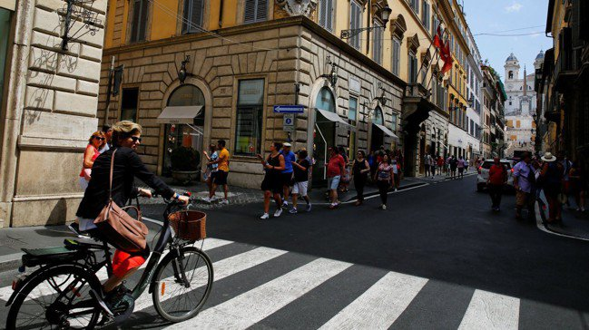 羅馬沒有連鎖便利商店,但現在幾乎在各個住宅區,都悄然進駐了中國雜貨店。路透社