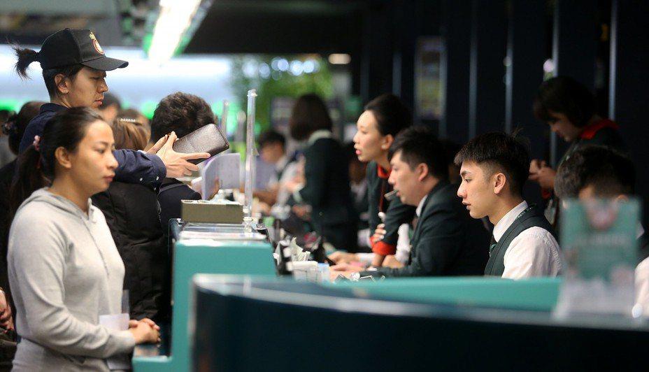 自20日下午起,長榮空服員罷工已經8天,交通部統計,長榮航空已取消738航班,影響15萬3164人次。聯合報系資料照/記者陳嘉寧攝影