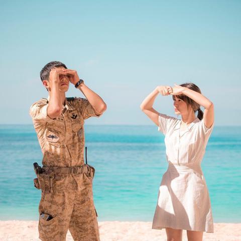 宋仲基與宋慧喬因一同演出《太陽的後裔》而結緣,2017年7月結婚,於該年10月31日舉辦婚禮,豈料今年6月27日卻宣布兩人離婚的消息。事實上,當年宋慧喬結婚時就有韓國媒體出面爆料,表示宋慧喬曾透露早...
