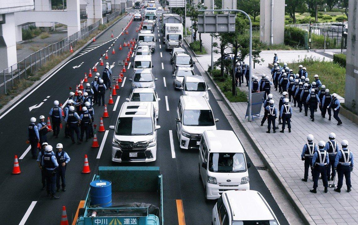 交管在27日實施後,大阪市內總計10條路線的高速公路,全線禁止通行,中央區的阪神...