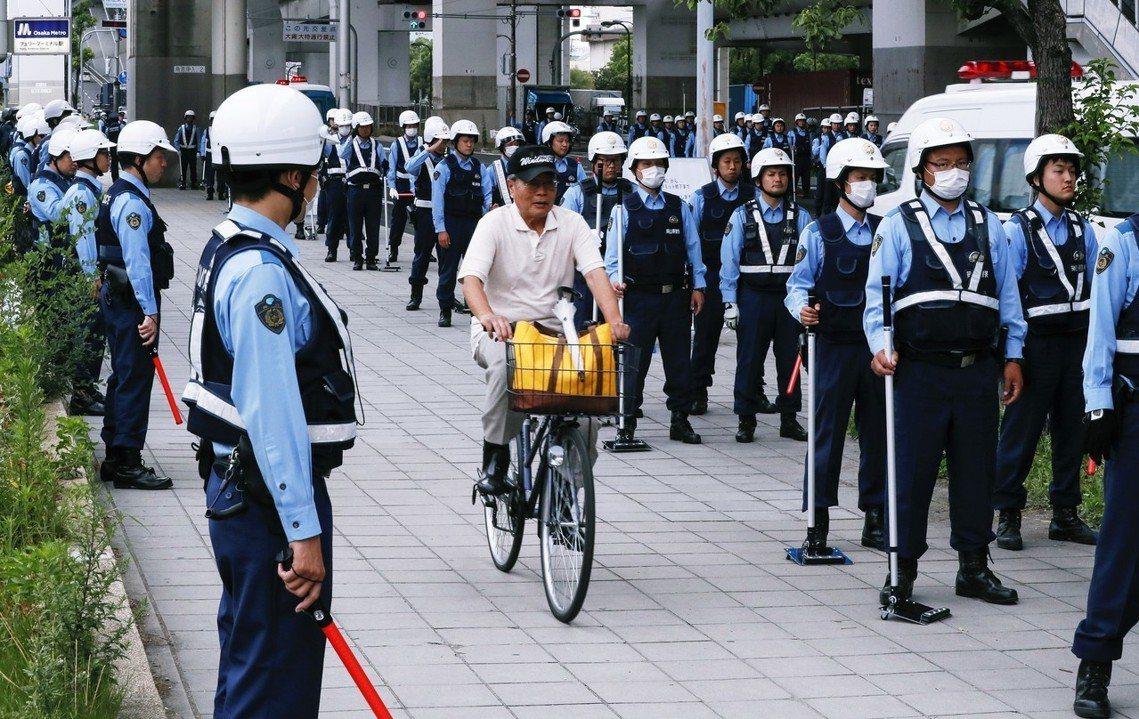 《NHK》報導,大阪因應G20的維安,從全國各地調派支援的警力多達3萬2,000...