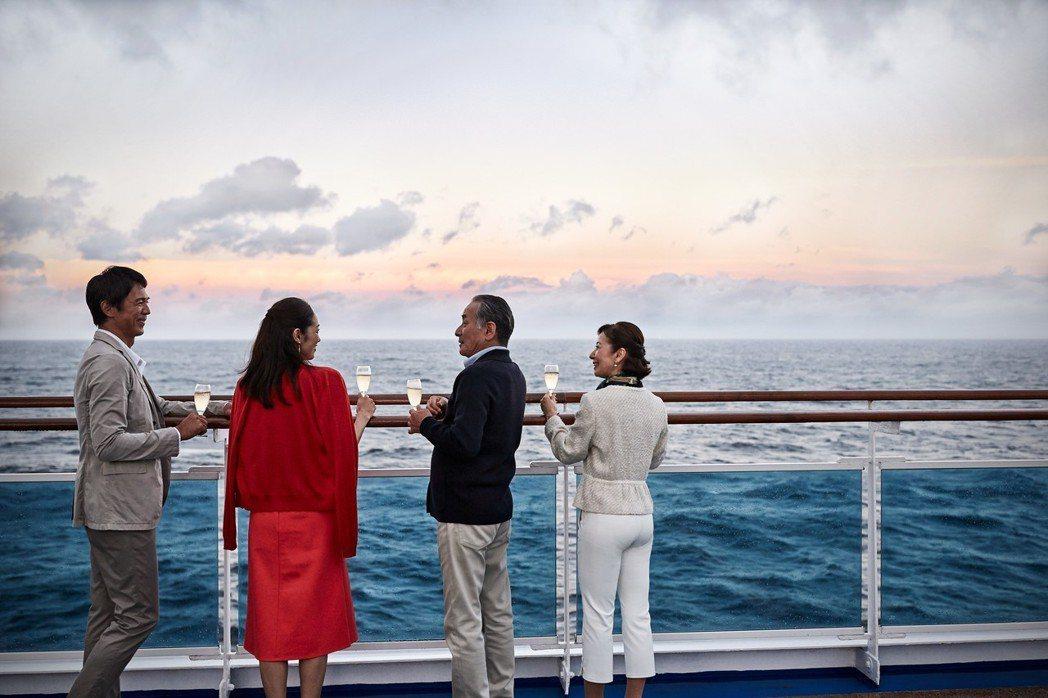 這時期的旅遊模式,享受和成年子女的旅行。提醒:「未滿18歲禁止飲酒。」 圖/公主...