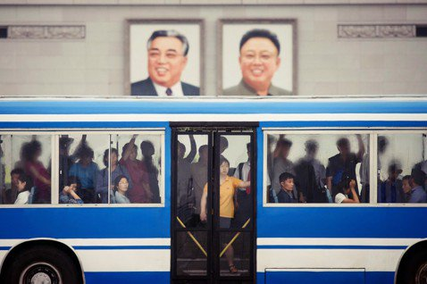 「外面的世界,很精彩...」在朝鮮這個世上少數僅存的極權封閉國度,大眾對外面世界...
