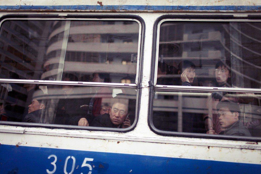平攘如今手機使用越來越普及。南韓「統一媒體集團」針對200名的脫北者,進行調查訪...