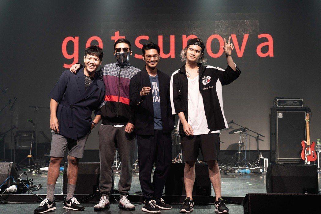 Getsunova成員鼓手Prite(左起)、吉他手Natee、主唱Name跟吉...