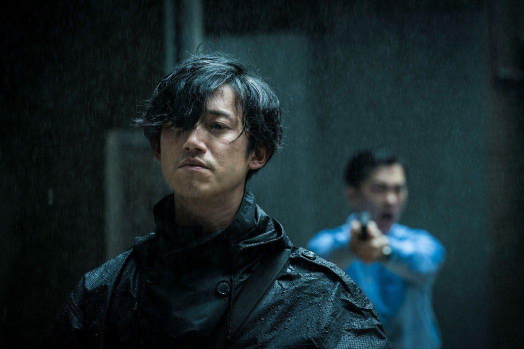 「狂徒」由吳慷仁(左)及林哲熹主演。圖/衛視電影台提供