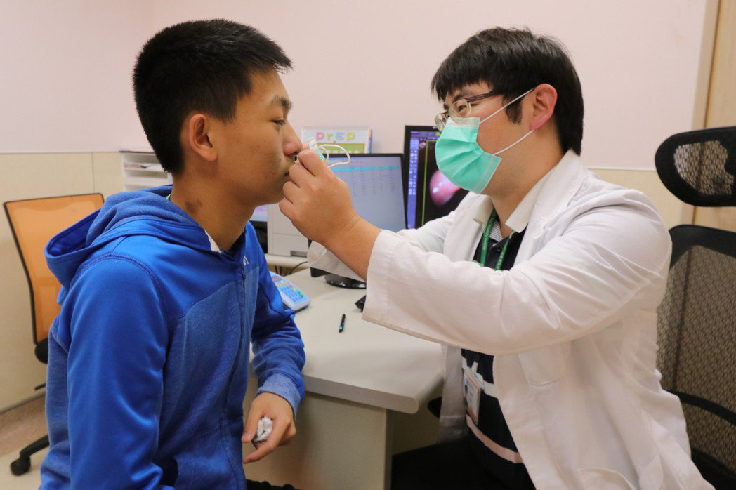 亞洲大學附屬醫院感染科醫師張為碩今指出,自去年10月至今年6月為止,共累積有10...
