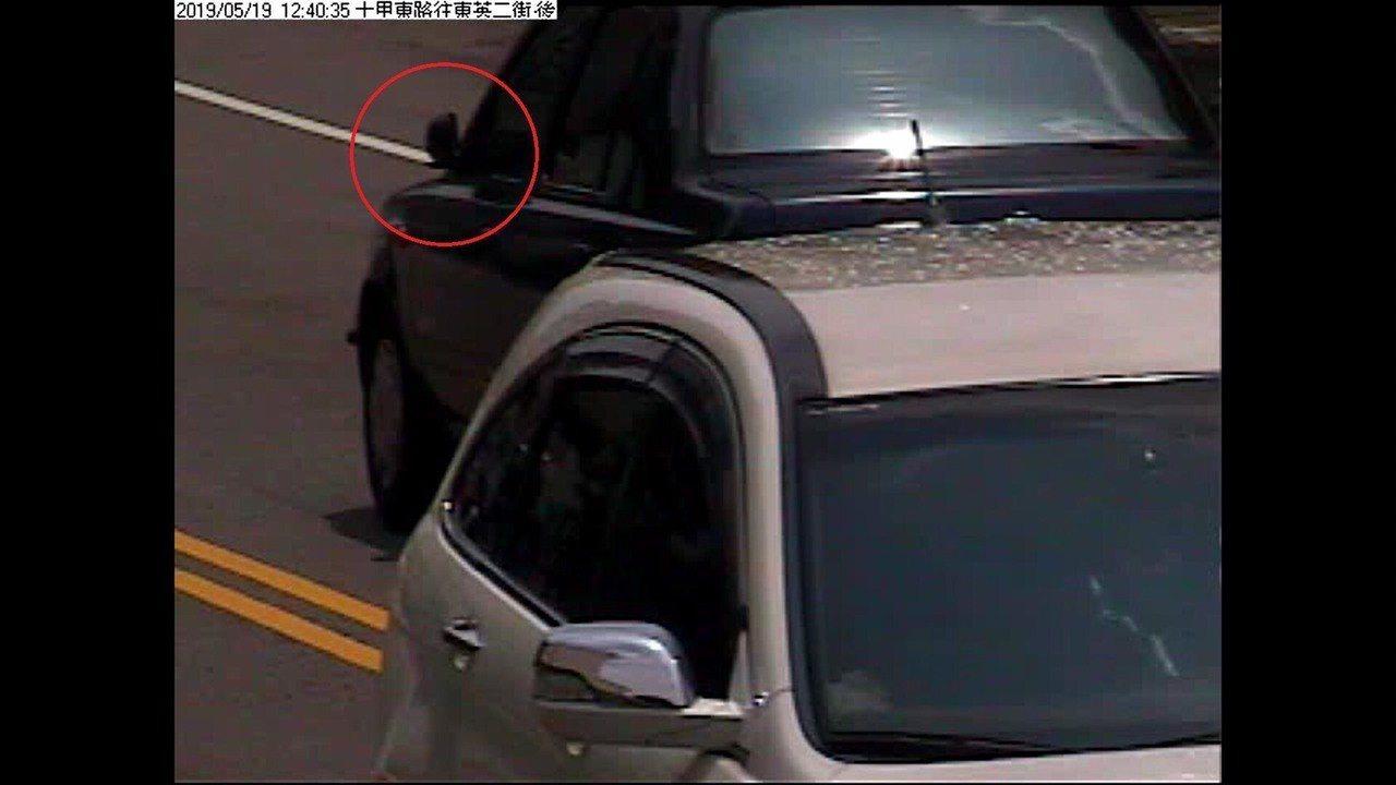 台中市東區十甲東路、東英3街上月19日中午發生車禍,肇事的詹姓女子撞斷別人轎車後...