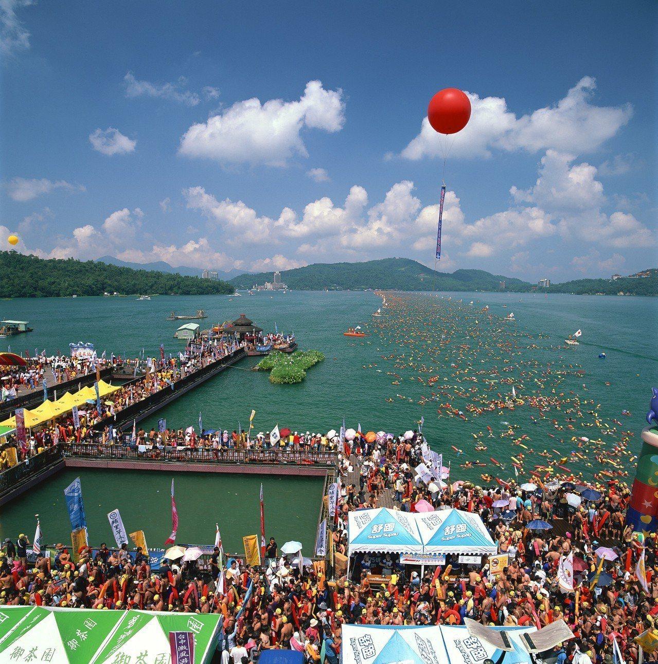 今年日月潭萬人泳渡活動將於9月1日舉辦,每年都有超過2萬人組隊挑戰自我。圖/日管...
