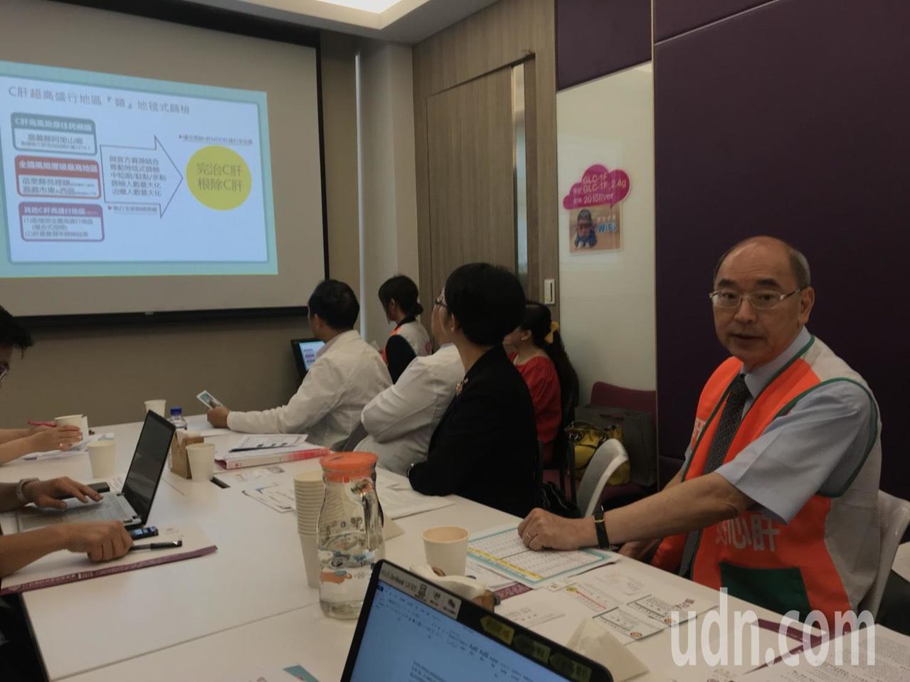 肝基會執行長楊培銘(右)表示,肝基會結合7-ELEVEN與當地衛生單位等資源支持...