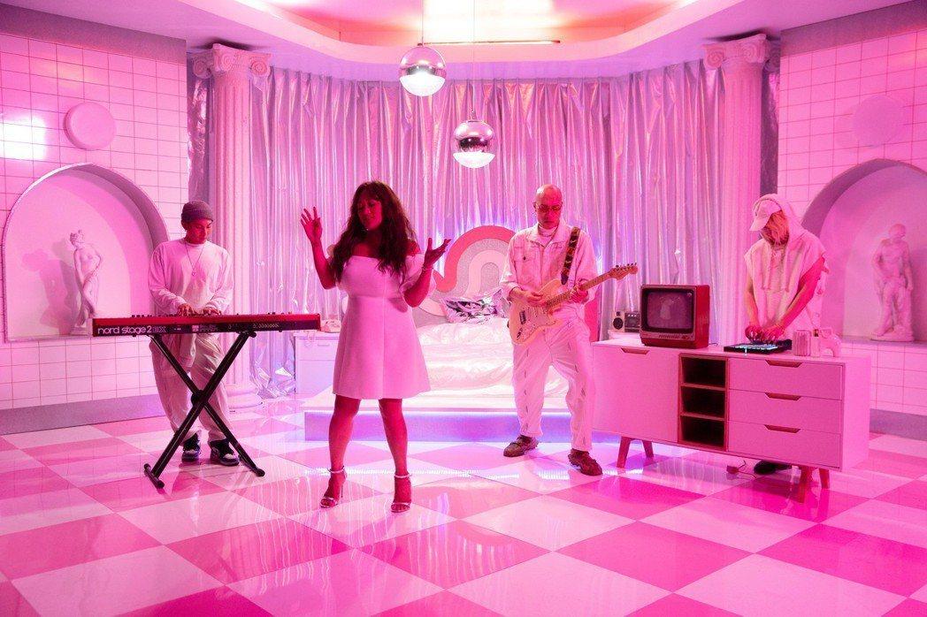 家家新歌「House Party好事派對」MV。圖/相信音樂提供