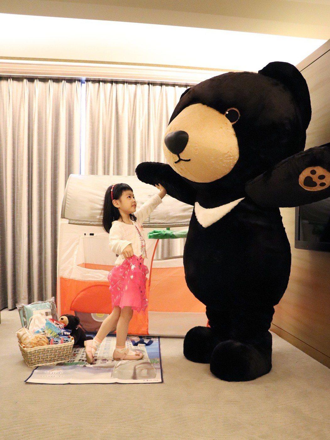 台北亞都麗緻飯店今年首次跨足親子旅遊市場,推出「和麗緻熊遊台北」親子住房專案。 ...