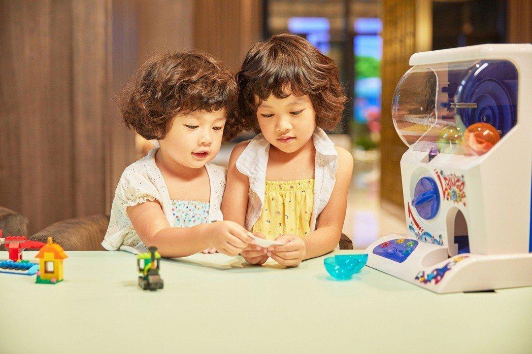板橋凱撒飯店提供兒童櫃台辦理入住及扭到專屬自己的特製早餐。 圖/板橋凱撒提供