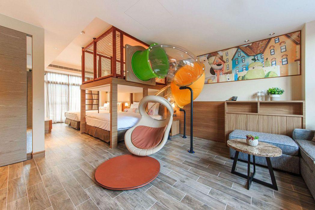 親子別墅溫馨家庭四人房,直接可以在房間溜滑梯。 圖/瑞穗春天提供