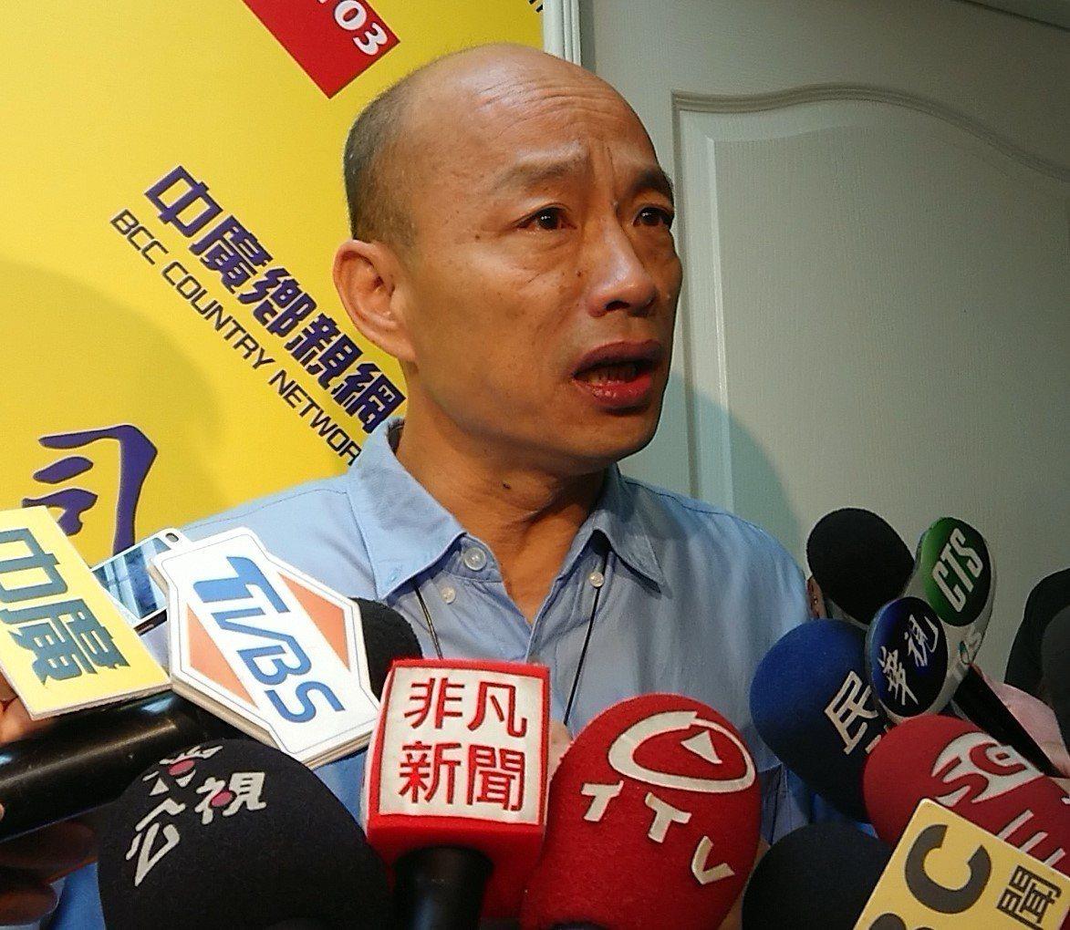 「公民割草行動」今天啟動罷免高雄市長韓國瑜,首要目標3萬份。記者蔡容喬/攝影