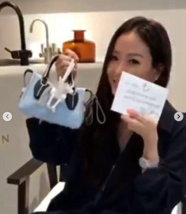孫芸芸搶先開箱TOD'S限量獨角獸D-Styling Bag包款。圖/迪生提供